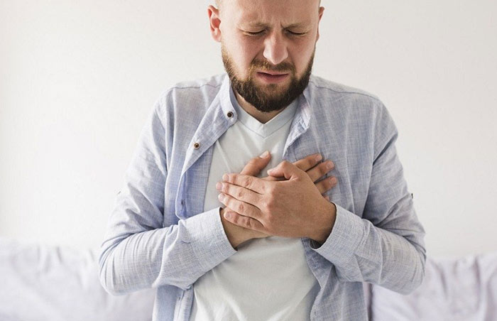 Säurerefluxes erkennen, indem Sie seine Symptome kennenlernen